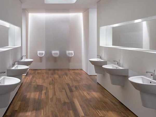 bath design with exclusive white wall design